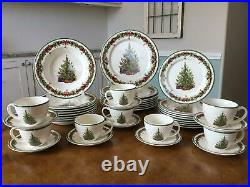 8 Christopher Radko HOLIDAY CELEBRATIONS 5 Piece Place Settings 40 PIECES TOTAL
