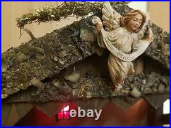 Alte Weihnachtskrippe mit Ur-alten Figuren + Beleuchtung Handarbeit 60 x 46 cm