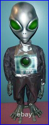 Animated 3' Tall Life Size Dancing Space Alien Halloween Prop Decoration